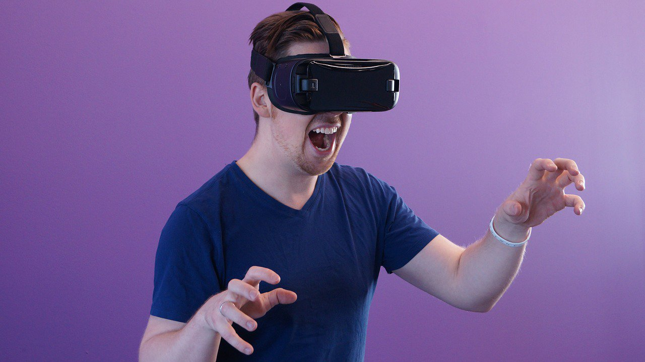 Differentiating Virtual Tour and Virtual Reality: What Is More Useful to You?